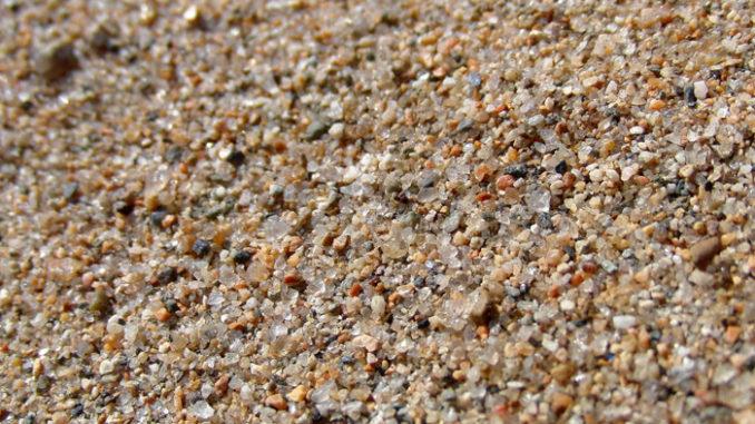 грунт в аквариум: крупный речной песок